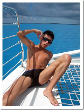 Twinks_with_and_without_speedos_boypost.com (29)