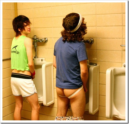 Boys_in_the_mens_room-boypost.com (2)