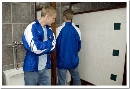 Boys_in_the_mens_room-boypost.com (3)