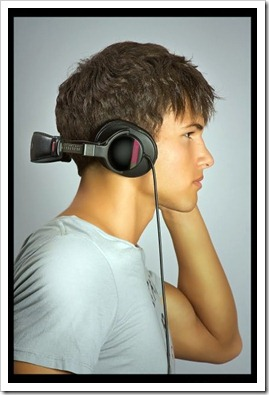 Twinks_with_headphones-boypost (15)