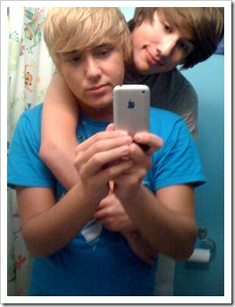 Teenboys_love_iPhones-boypost (115)