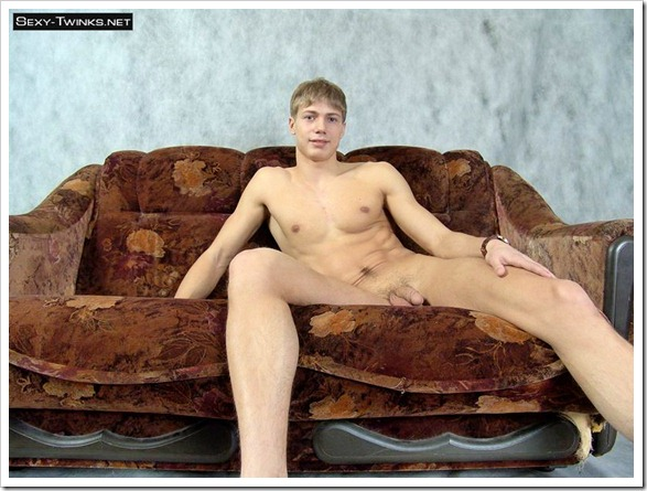 muscle_twink_beats_his_meat  (10)