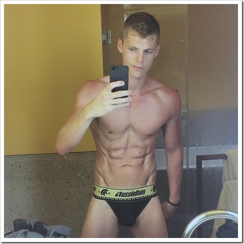 hot-boys-selfies (12)