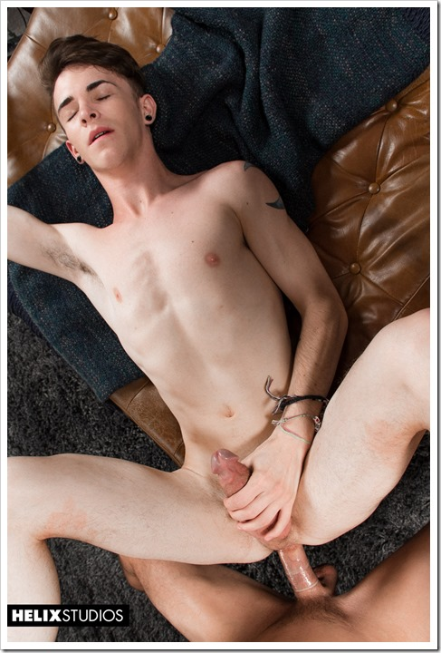 Slim-twinks-in-juicy-action (13)