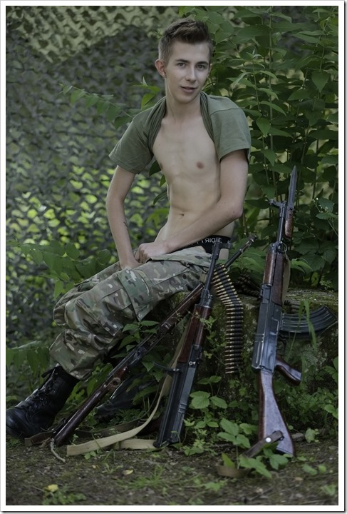 Twink-soldiers-sex-action-staxus (1)