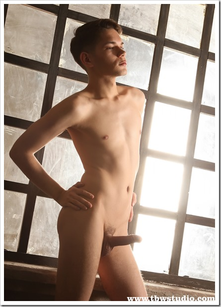 Smooth-Twink-Exposed (11)