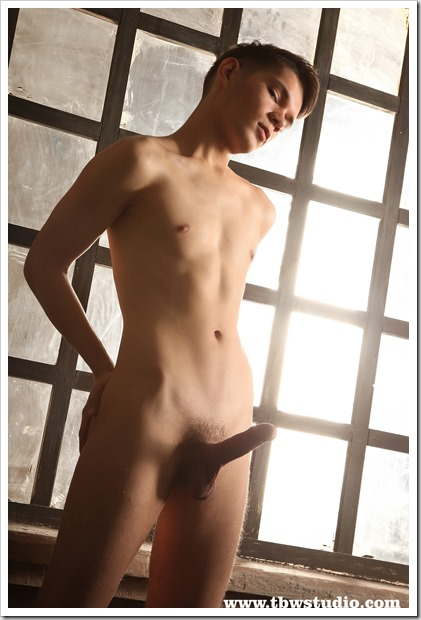 Smooth-Twink-Exposed (12)