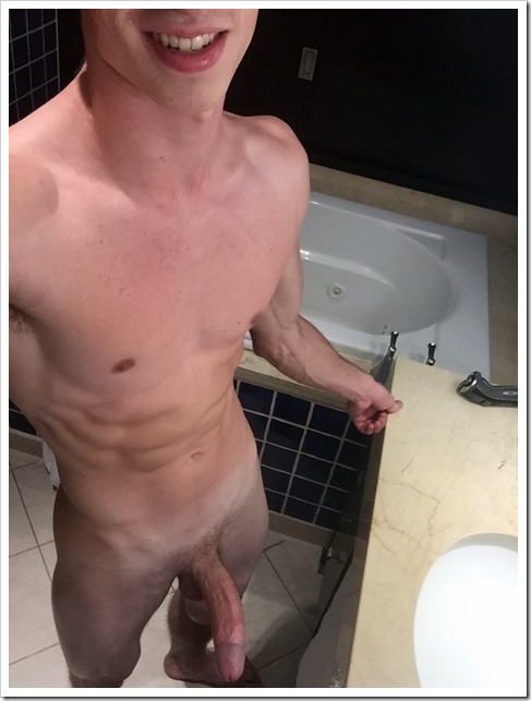 guy-selfie-mirror-photos (5)