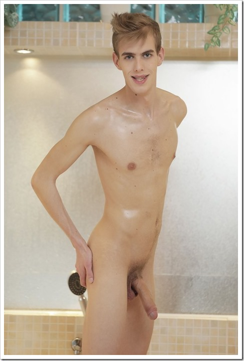 Twink-soaping-up-his-fuck-buddy (4)