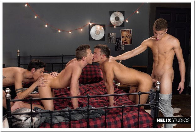 Beautiful-boys-fucking-show (7)