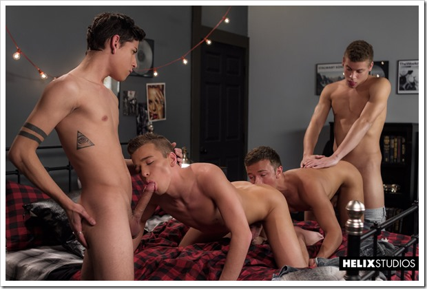 Beautiful-boys-fucking-show (8)
