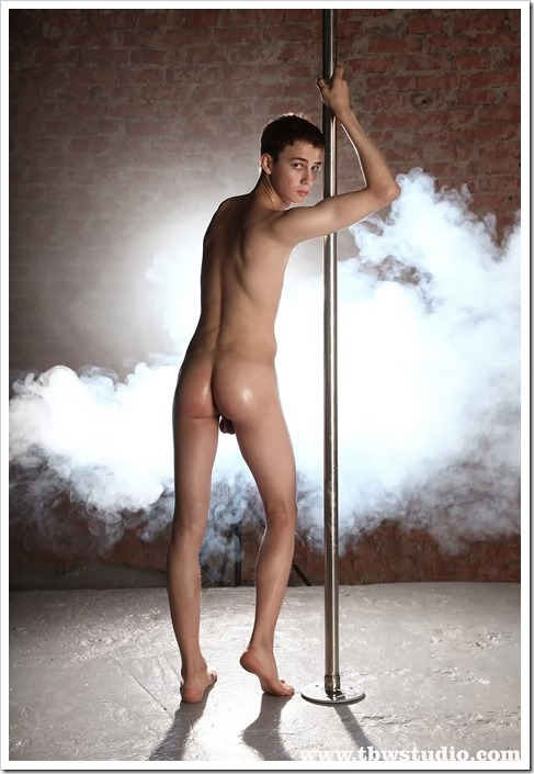 wonderful-twink-gymnast-Pascal-TBW (1)