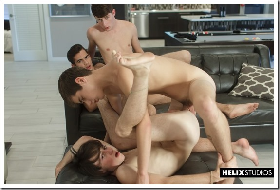 Young-guys-in-gay-orgy (13)