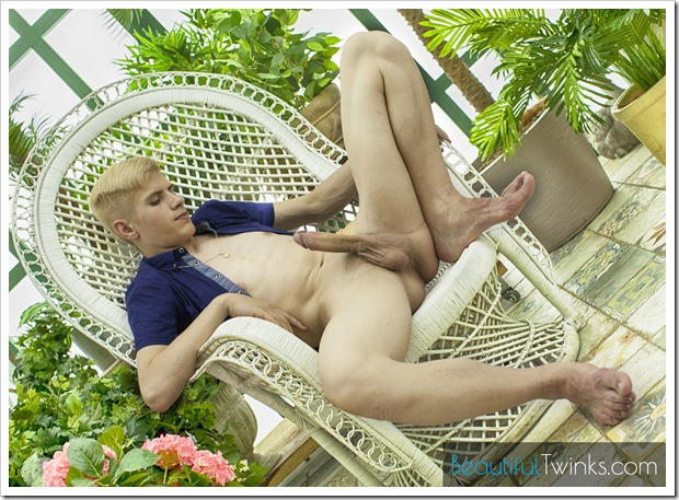 blond-boy-Daniel-big-dick (6)