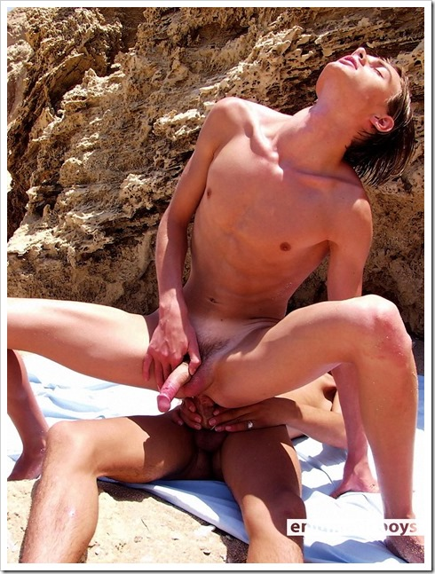 Slim-gay-twinks-on-the-beach (14)