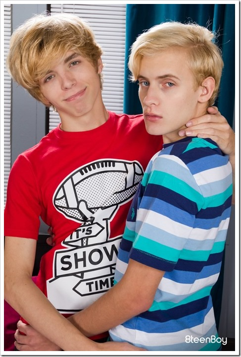 Two-super-blond-twinks (1)